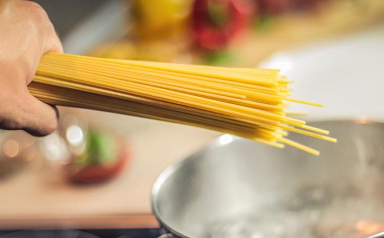 Presidente da Abras sugere que consumidores substituam arroz por macarrão