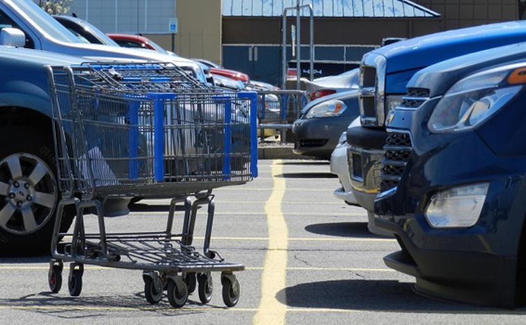 Cliente assaltada em estacionamento de supermercado será indenizada em cerca de R$ 16 mil