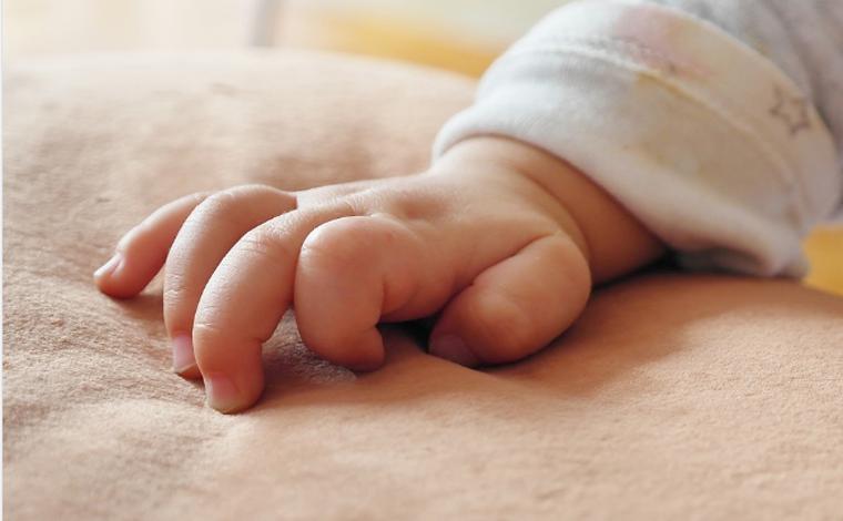 Criança de um ano morre após se afogar em balde com água no Sul de Minas