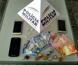 Dois homens foram presos e um menor apreendido por tráfico de drogas no bairro de Fátima