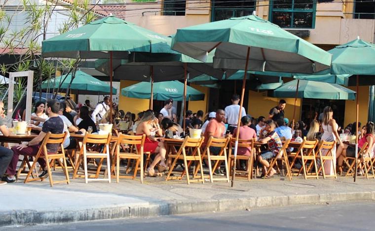 Bares e restaurantes poderão funcionar todos os dias em Belo Horizonte; música ao vivo está liberada