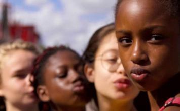 Filme da Netflix é acusado de sexualizar crianças e ministra pede suspensão do longa no Brasil
