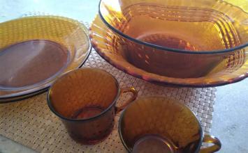 """Famosa pelos pratos marrons """"inquebráveis"""", Duralex decreta falência após 75 anos"""