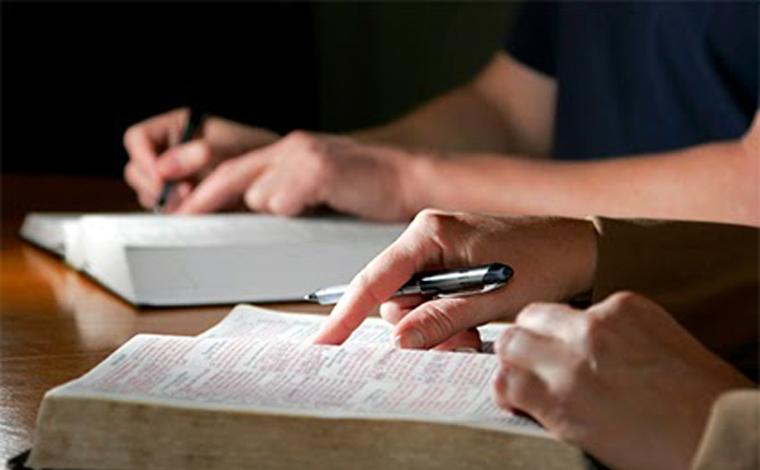 Detenta tem pena reduzida em 24 dias devido conclusão de estudo bíblico