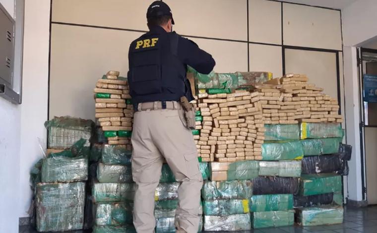 Duas toneladas de maconha são encontradas em carreta na Fernão Dias em Betim
