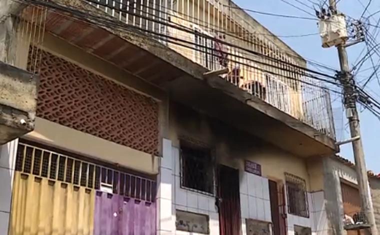 Jovem de 18 anos morre queimada após mãe deixar vela acesa debaixo de sua cama em BH