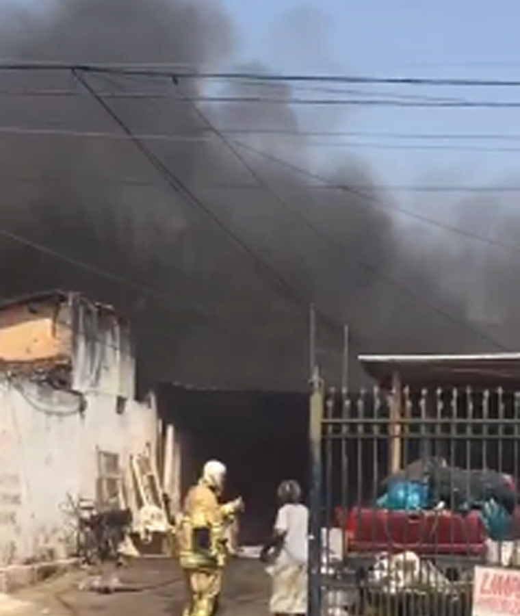 Lava-jato pega fogo e causa incêndio de grandes proporções no bairro São Geraldo em Sete Lagoas