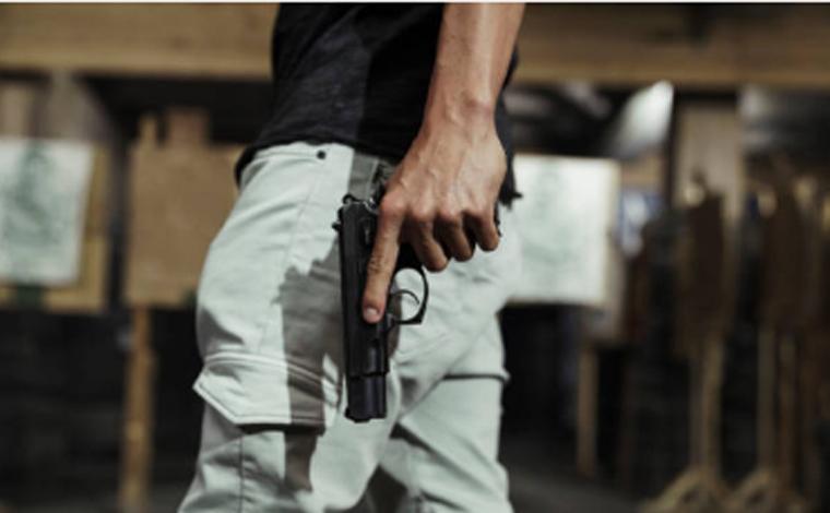 Homem é morto com dois disparos de arma de fogo e PM prende suspeitos em Inhaúma