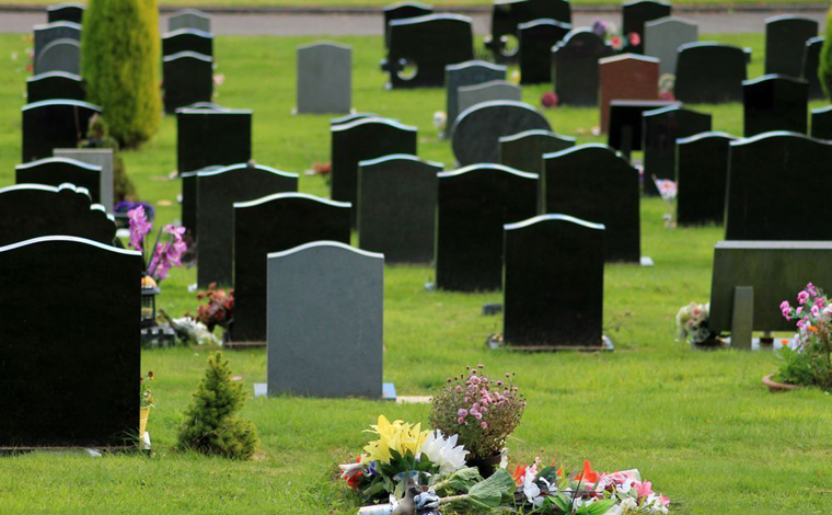 Funerária troca corpos em enterro e revolta famílias na região metropolitana de BH