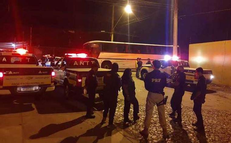 Ônibus clandestino nega ordem de parada em Contagem e é perseguido pela ANTT até Sete Lagoas
