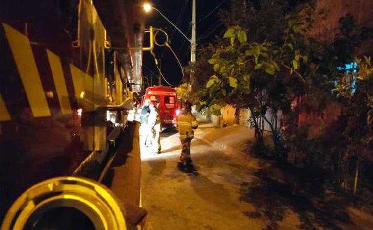 Homem é preso por jogar álcool na mulher, nos filhos e colocar fogo na casa em Uberaba