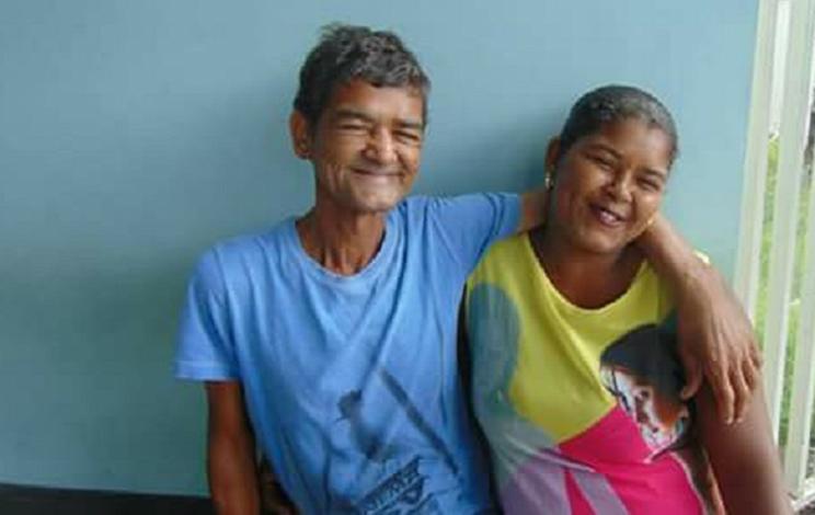 Morador de rua reencontra filha que não via há 25 anos