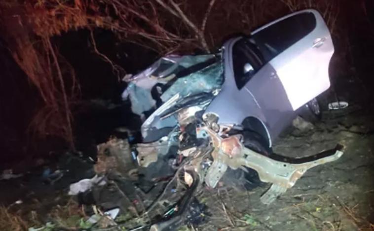 Três pessoas morrem em grave acidente na MGC-122 após carro bater de frente com caminhão