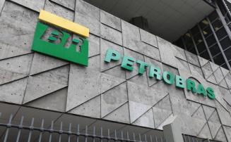Petrobras anuncia redução de 5% no preço da gasolina e em 4% o óleo diesel