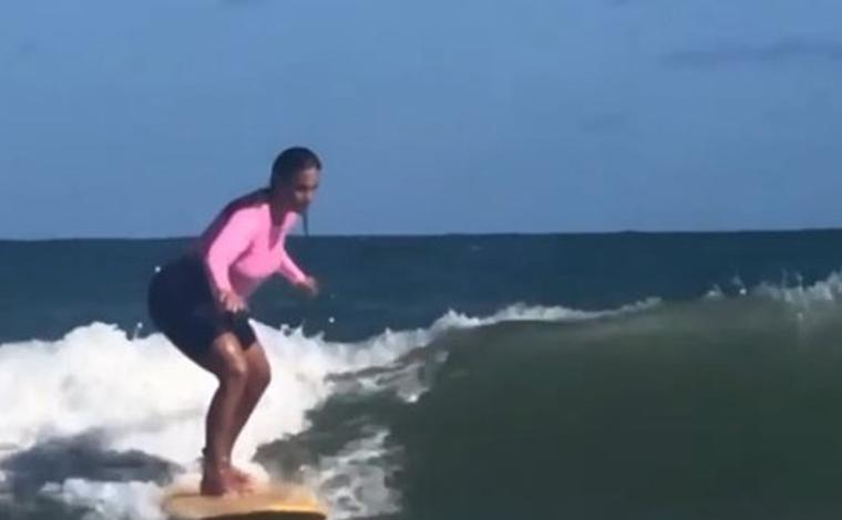 Ivete Sangalo salva criança de afogamento em praia durante surfe na Bahia
