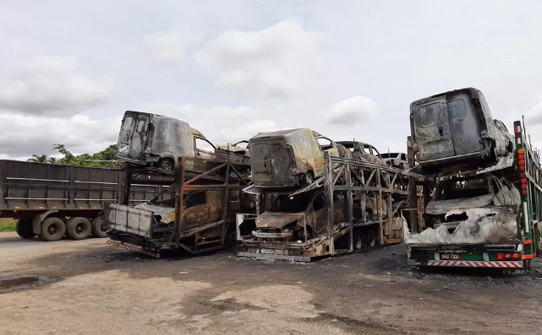 Quatro cegonheiras são incendiadas e 43 veículos 0km são destruídos em Sete Lagoas e Curvelo