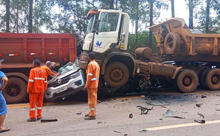Grave acidente envolvendo carretas e veículos de passeio deixa ao menos 6 feridos e interdita BR-040
