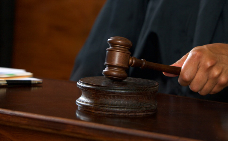 Justiça condena Estado de Minas a indenizar pai de mulher morta em viatura da Polícia Militar