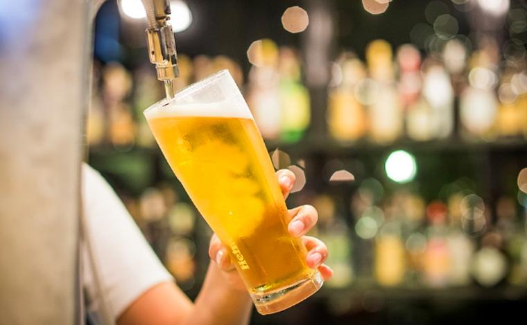 Alta do dólar e falta de insumos pode causar aumento no preço da cerveja