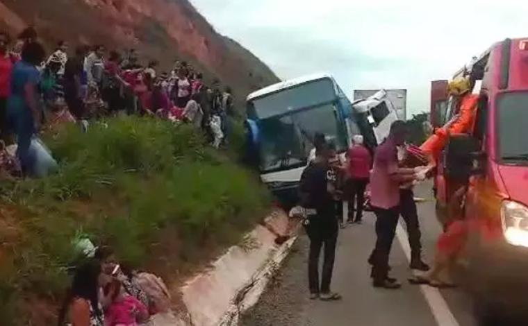 Mulheres saem de ônibus sem combustível e são esmagadas por ele na BR-381