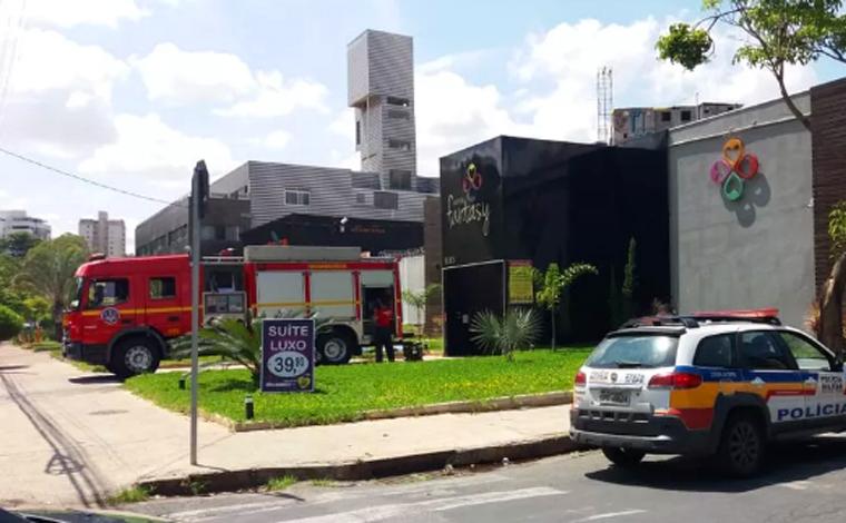 Homem agride mulher, ateia fogo em quarto de motel e ameaça tirar a própria vida em Belo Horizonte
