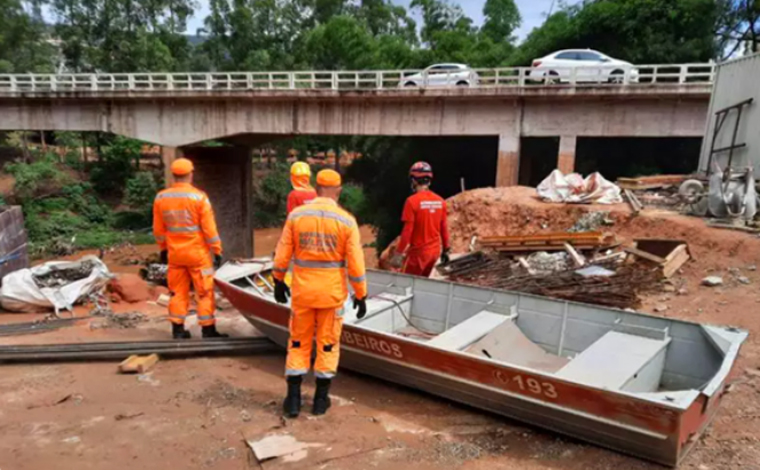 Bombeiros encontram corpo no Rio das Velhas que pode ser de homem levado pelo Ribeirão Arrudas
