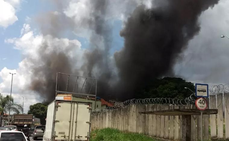 Vazamento de produto químico em agropecuária produz fumaça tóxica em Lagoa Santa