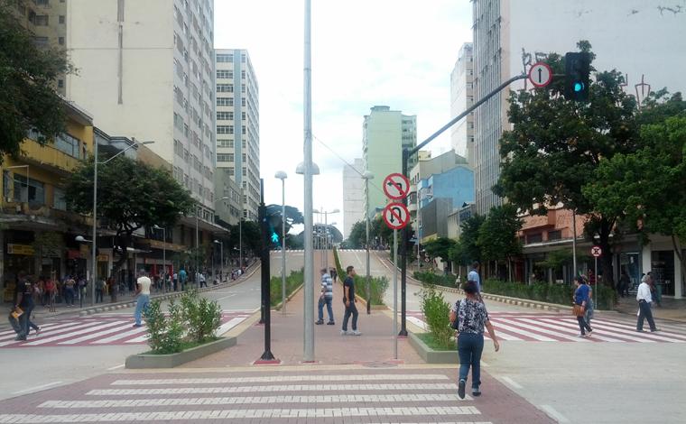Homem em situação de rua surta e esfaqueia duas pessoas no Centro de Belo Horizonte