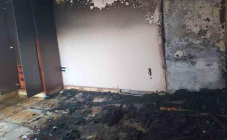 Apartamento pega fogo no Centro de Sete Lagoas e bombeiros são acionados para conter as chamas