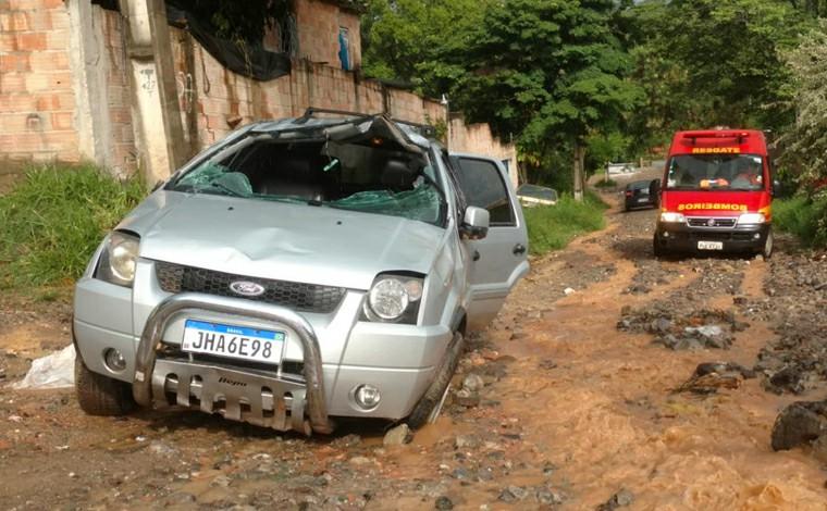 Mulher morre após capotar o carro durante manobra para sair de casa em Contagem