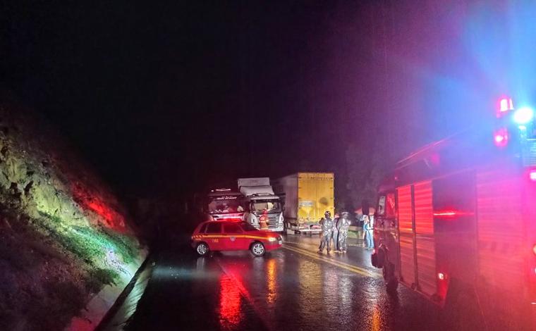 Homem morre em acidente envolvendo três carretas e dois caminhões na BR-251