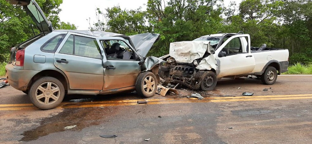 Três pessoas morrem em acidente entre carro e caminhonete na MGC-259 em Curvelo