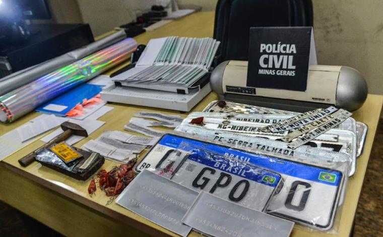 PCMG prende quadrilha que falsificou mais de 100 documentos de veículos que ainda seriam fabricados