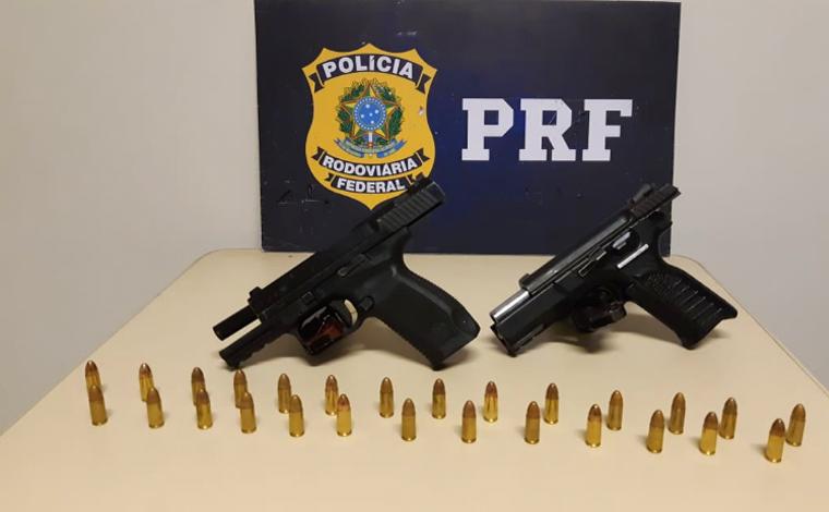 Duas pessoas são presas pela PRF de Sete Lagoas portando armas fabricadas no exterior