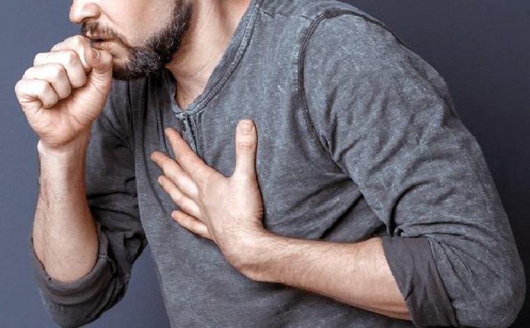 Homem é agredido após tossir em restaurante; ele foi acusado de estar com covid-19