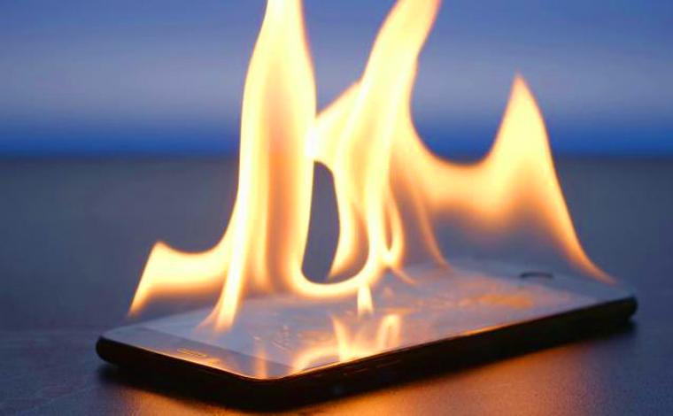 Celular pega fogo e provoca incêndio em residência de Uberaba