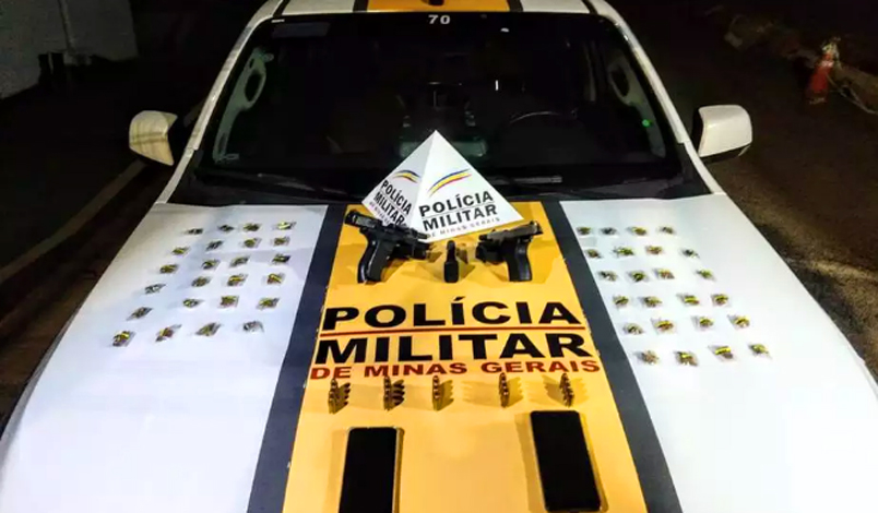 Dois jovens são presos com 'supermaconha' e pistolas estrangeiras em Belo Horizonte