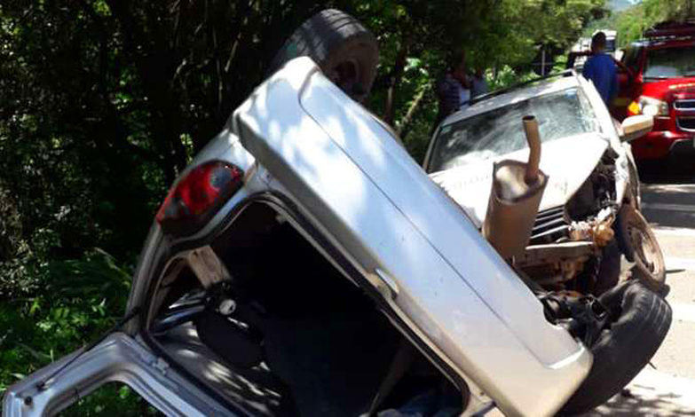 Uma pessoa morre em acidente entre carreta e carros na BR-381, próximo ao trevo de Ravena e Caeté