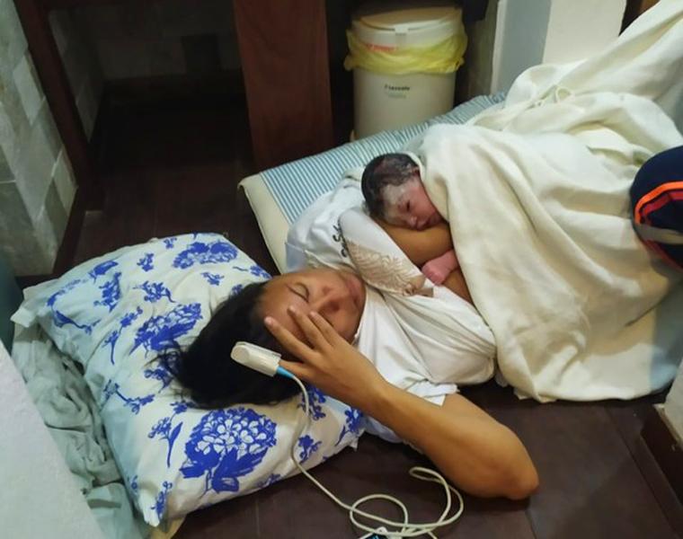 Sem saber de gravidez, mulher dá à luz a uma menina em banheiro de restaurante em Natal