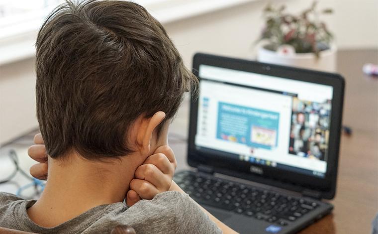 Câmara aprova auxílio para acesso gratuito de estudantes de baixa renda à internet