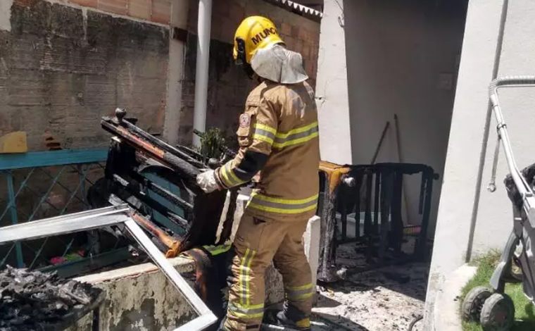 Casa pega fogo e criança de 3 anos morre após ter 90% do corpo queimado em Betim