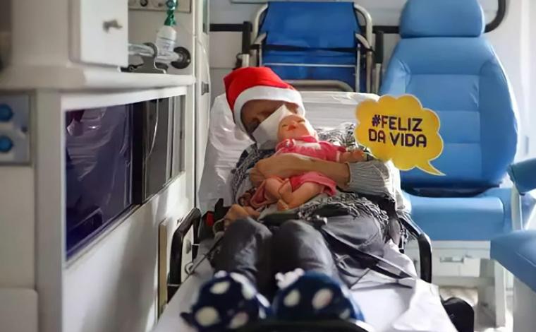 Idosa de 101 se recuperada da Covid-19 e deixa hospital em Belo Horizonte na véspera do Natal