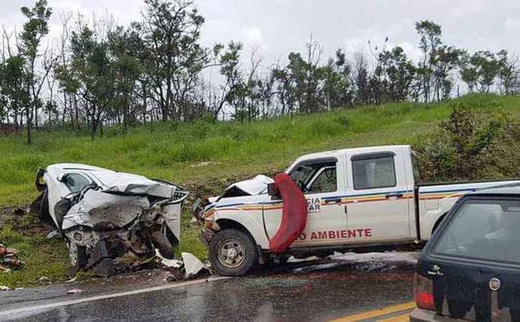 Cinco pessoas morrem em acidente envolvendo viatura da PM e carro de passeio em Capitólio