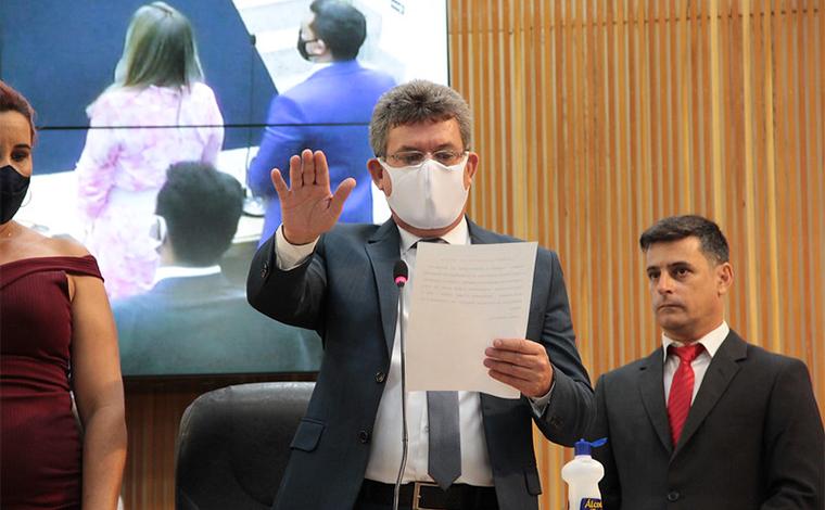Prefeito Duílio de Castro, vice Dr. Euro e vereadores tomam posse em solenidade na Câmara Municipal