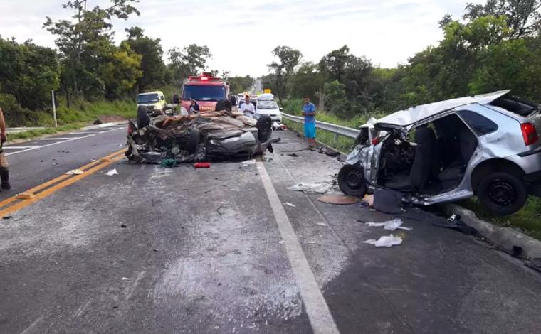 Adolescente de 12 anos morre e cinco pessoas ficam feridas em acidente na BR-135
