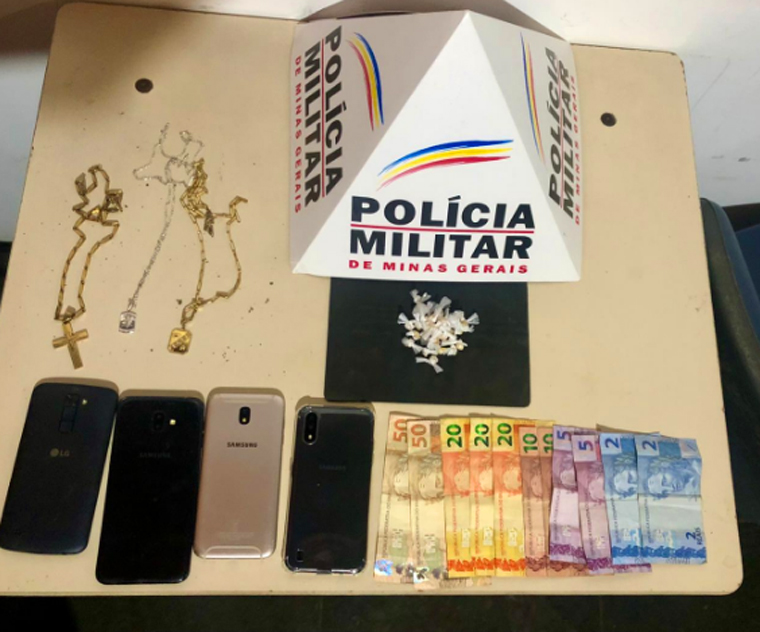Quatro pessoas são presas suspeitas de tráfico de drogas em Pedro Leopoldo