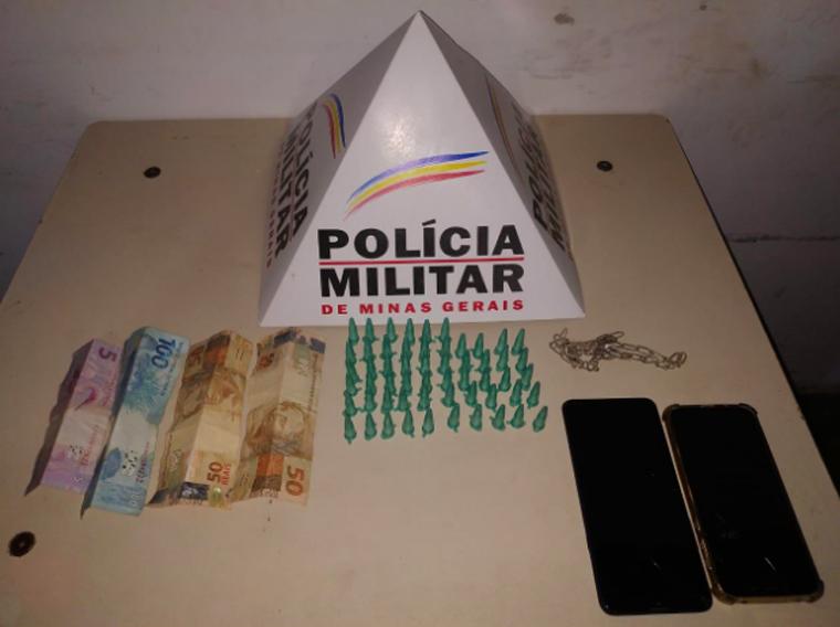 PM apreende grande quantidade de drogas e prende quatro pessoas por tráfico em Pedro Leopoldo
