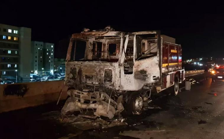 Caminhão do Corpo de Bombeiros sofre pane e pega fogo na Grande BH