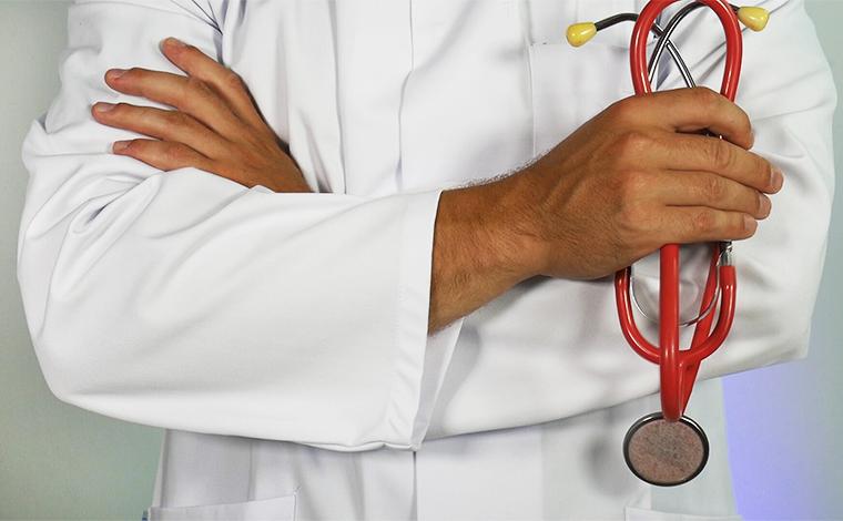 Médicos mineiros assinam nota contra o uso de cloroquina em tratamento de Covid