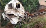 Acidente na BR-381: após 4 dias, bombeiros içam caminhão e corpo de motorista é resgatado